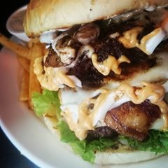 Cafe Basil triple cheese double bacon cheeseburger (2)