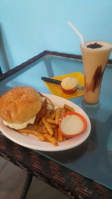MCR BuRGER Cafe Basil